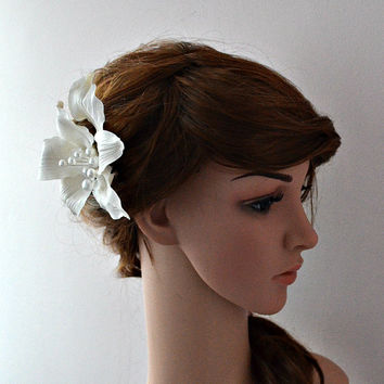 Large Bridal Hair Flower Lily Fascinator White Clip Beach Wedding Headpiece