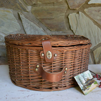 Vintage Lined Wicker Basket with Lid, Vintage Half Round Small Suit Case, Child's Carrier, Fan Weaved