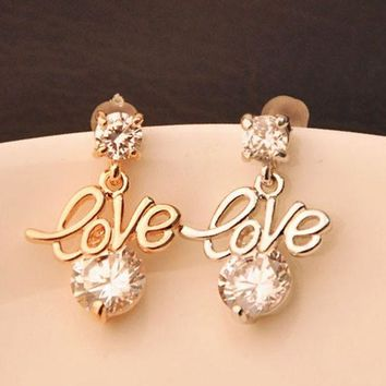 CREY7ON Golden letters LOVE stud earrings