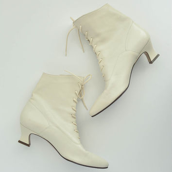 Vintage Women's Cream Leather Boots - Nine West - Size 8
