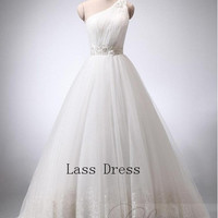 Sweetheart Ball gown One Shoulder Chapel Train Tulle Appliques beads Wedding Dress