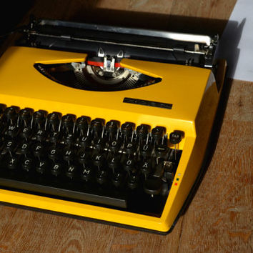 Christmas SALE - Hybrid Typewriter - Tippa Triumph and Contessa De Luxe Hybrid - Working Perfectly