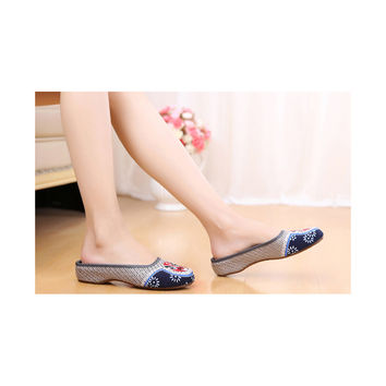 Old Beijing Cloth Shoes for Woman in Gray Vintage Embroidered Online in National Style with Colorful Patterns
