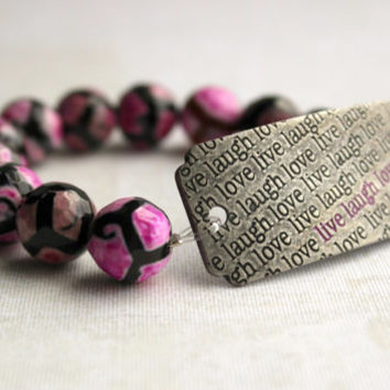 "Brushed Silver, Hot Pink and Black Round Agate Stone Bracelet with ""Live Laugh Love"" Curved Tag - Word Jewelry - Beaded Stretch Bracelet"