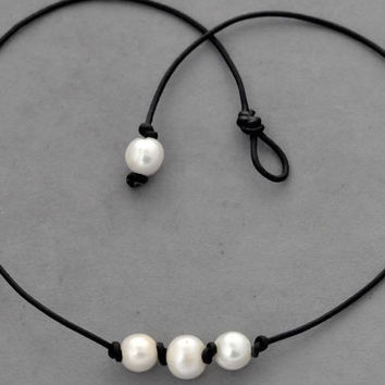 Three pearl necklace,Christmas Necklace,Leather Pearl Choker,Pearl Leather Necklace,White Freshwater pearl,Black Leather Pearl necklace