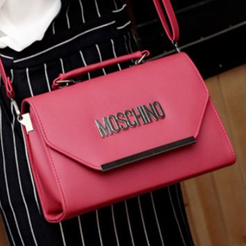Moschino New Diagonal Portable Handbag Vintage Style Letter Bag red