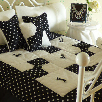 Miniature Black & White Hand Quilted Dollhouse Quilt with Matching Decorator Pillows, 1/12 Scale,Sheet Set with Bed Pillows,Crocheted Afghan