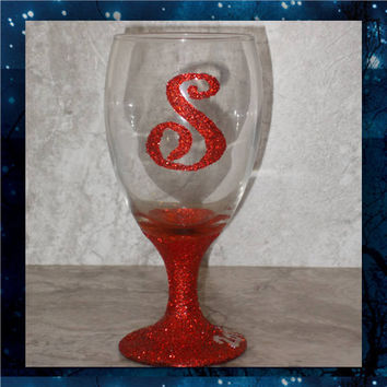 Glitter Initial - pilsner glass - champagne glasses - wine glasses - bridal party glasses - wedding party glasses - birthday glitter glass