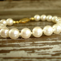Vintage Pearl Bracelet, Hand Knotted Off White or Cream Glass Pearl Bracelet, Gold Tone Filigree Clasp, Simple Bridal Wedding Jewelry