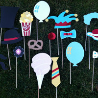 Photo booth props: circus circus 17 lg pcs