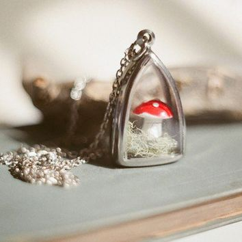 Little fairytale mushroom terrarium necklace by InmostLight