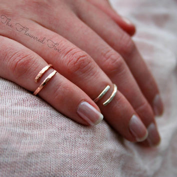 Above the Knuckle Rings Set of two, 2 Hammered Midi Rings, 2 Stacking Rings