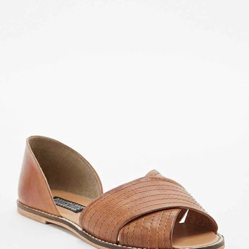 Deena & Ozzy Jada Vamp Flat Shoes in Tan - Urban Outfitters