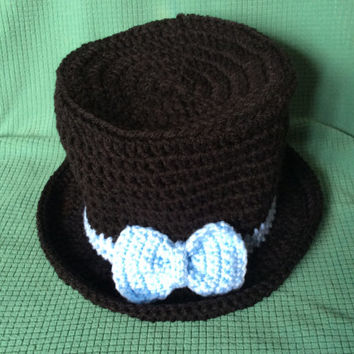 Baby boy top hat, photo prop hat, blue bow, photographers hat, gift idea, hand crochet, handmade, shower gift, baby gift, black top hat