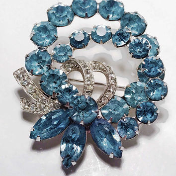 1950s Signed EISENBERG Ice Wreath Brooch / Sparkling Light Blue Aqua Double Wreath / Clear Rhinestone Ribbon / Vintage Designer Bow Pin