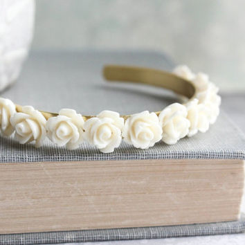Ivory Cream Rose Bracelet Bridal Cuff Bracelet Vintage Style Shabby Country Flower Bangle Stacking Bracelet Adjustable Romantic Chic