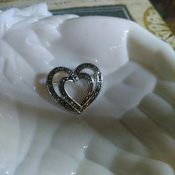 Heavenly Vintage Double Heart Cut Steel Marcasite Pin Brooch Badge Evening Daytime All Occasion Lovely Wedding Pin Brooch
