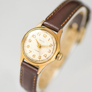 Gold plated women's watch Spring, rare women's watch tiny, rays pattern wristwatch ladies, classical woman watch, new premium leather strap