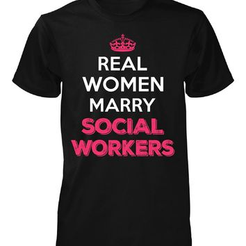 Real Women Marry Social Workers. Cool Gift - Unisex Tshirt