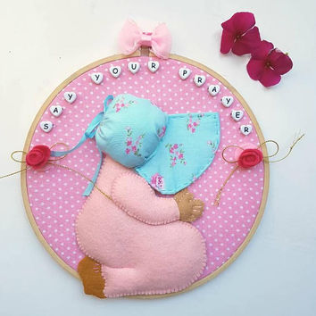 Say your Prayer Wall Decor, Praying Girl Figure, Pink Fabric Picture, Gift for Girl, Embroidery Hoop Decor, Religious Room Decor, Felt Art