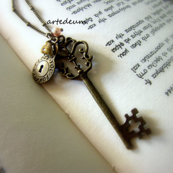 Vintage Key necklace Skeleton Key Necklace Bronze Vintage Inspired Lock Flower Pearl key pendant