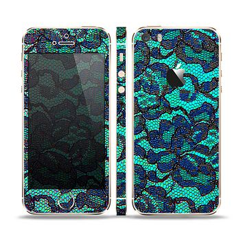 The Blue & Teal Lace Texture Skin Set for the Apple iPhone 5s