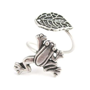 Large Tree Frog and Leaf Adjustable Wire Wrap Ring in Silver