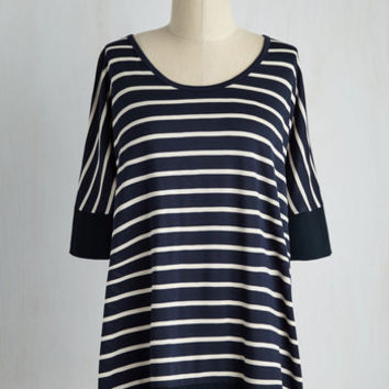 Mid-length Informal Approach Top in Navy