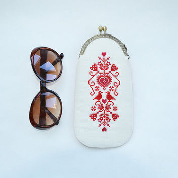 Hand embroidered scandinavian dark red heart eyeglass case | Metal frame norwegian eyeglass purse | Carmine heart cross stitch etui |