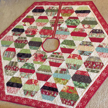 Quilted Christmas Tree Skirt, Hexagon Tree Skirt, Moda Basic Grey Christmas Quilt, Scrappy Patchwork Quiltsy Handmade