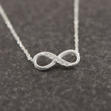 2016 New Tiny Infinity Crystal Pendant Necklaces for Women Simple Lucky Number Eight Geometric Women Silver Chain Necklace