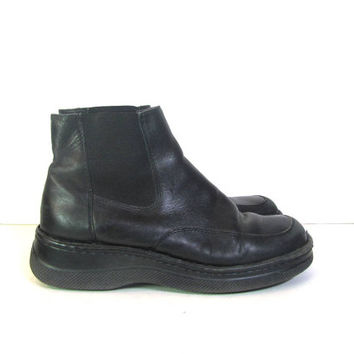 vintage black leather ankle boots. chunky boots. chelsea boots. women's size 9.5