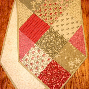 Quilted Table Runner Shabby Cottage Chic in Moda's Cinnamon Spice