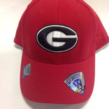 DCCKG8Q NCAA Georgia Bulldogs Top Of The World One Fit Red Hat