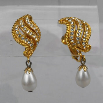 Pearl Drop Rhinestone Adjustable Clip On Earrings Gold Plated Vintage Jewelry