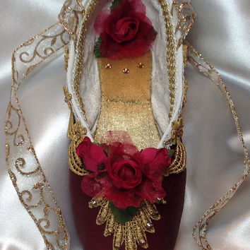 Nutcracker Clara/ party guest decorated pointe shoe. Nutcracker ballet gifts. Custom colors available.