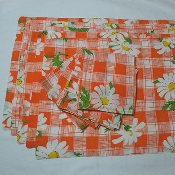 Set of 5, 1970s Vintage Place Mats with 4 Matching Lunch Napkins, Bright Orange Plaid with Shasta Daisies, Green Stems, Vintage Linens