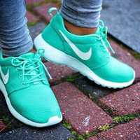 """NIKE"" roshe Trending Fashion Casual Sports Shoes Green white hook"