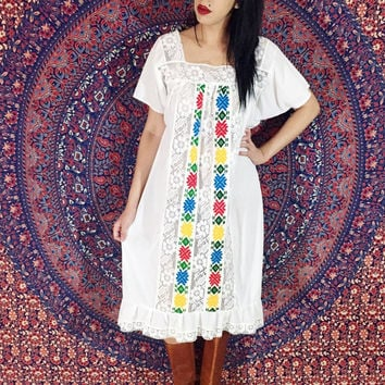Vintage 60s 70s White South of the Border Mexican Hand Embroidered Cotton Oaxacan Peasant Dress One Size Fits Most