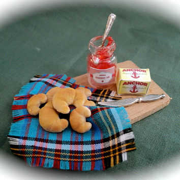 DOLLS HOUSE MINIATURES - Croissants and Jam
