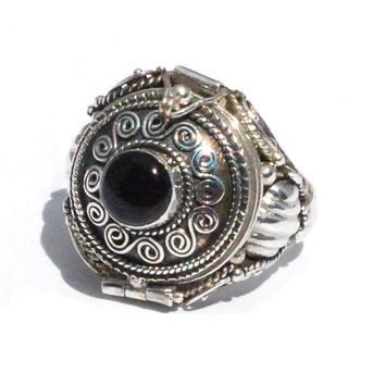 New Frescos Sterling Silver Bali Hand-Made Round Black Onyx Poison/Keepsake Ring