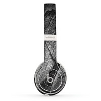 The Cracked Black Planks of Wood Skin Set for the Beats by Dre Solo 2 Wireless Headphones