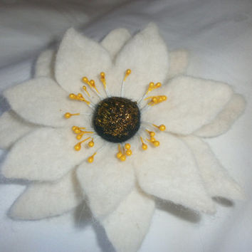Felt brooch flower,handmade wet felt Christmas star white flower brooch art jewelry wool accessories hair clip scarf hat bag gift brooch her