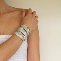 NEW Set of 3 leather wrap bracelets in white-gray with silver and gold plated closures SOT03