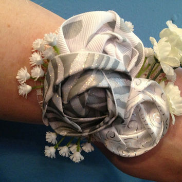 Silver Corsage, Wrist Corsage, Flower Corsage, Mother's Day Corsage, Gift For Mom, Mother's Day Gift, Prom Gift