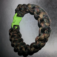Woodland BDU camo paracord bracelet, dark green camo bracelet, brown paracord bracelet, green paracord buckle, forest camouflage paracord