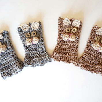 Itty Bitty Kitty Child's Fingerless gloves,  Available in Grey or Beige base, Perrrfect Cute kitty hand warmers, Hand painted merino wool