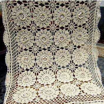 shabby chic vintage look Crocheted table runner