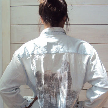 THREE DAY SALE 40% off Vintage 80s Chambray Boyfriend Shirt - Horse on Back - S, M, L