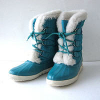STOREWIDE SALE. 90s snow boots. Shearling winter boots. blue Sorrel boots.